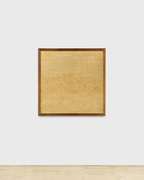 Kiki de Cadine Navarro se compose entièrement de feuilles d'or, mais la véritable valeur réside dans les graines situées sous la surface.