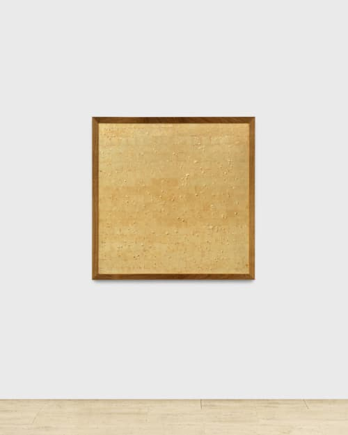 Kiki van Cadine Navarro bestaat volledig uit 24-karaats bladgoud, maar de echte waarde zit in de zaden onder het oppervlak.