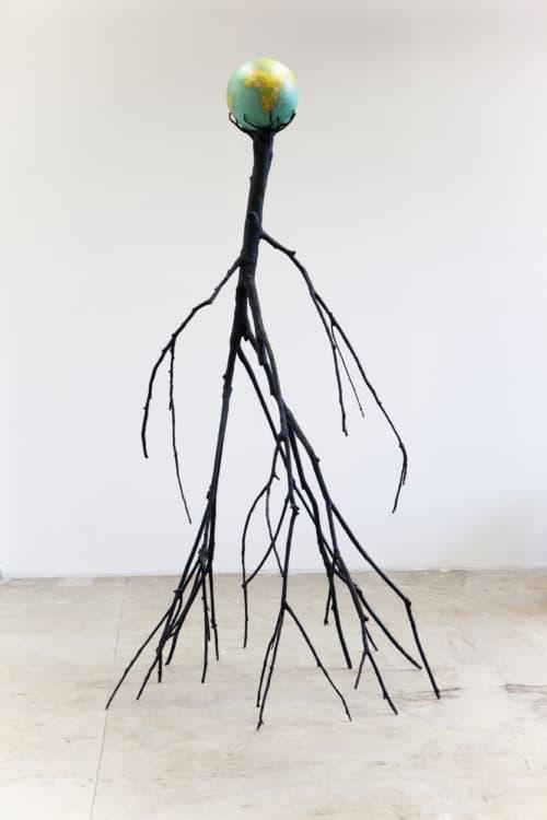 Nervous Tree van Krištof Kintera is een installatie in de vorm van een boom gevormd door menselijke trekken.